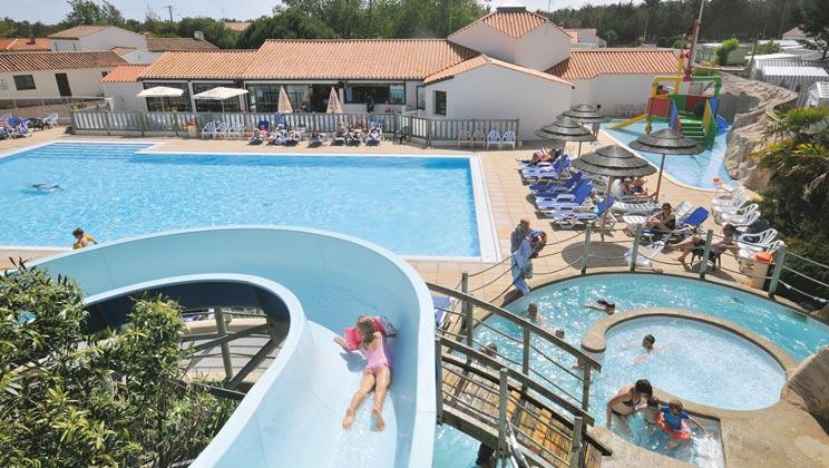 VN017-st-hilaire-de-riez-ecureuils-campsite-north-vendee-pool-a_tcm13-1917