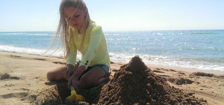 girl-on-beach-ugento