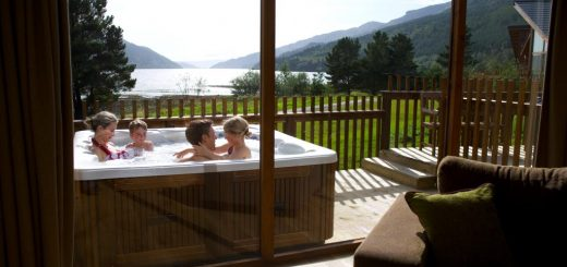 Luxury Holiday Lodge with hot tub for families