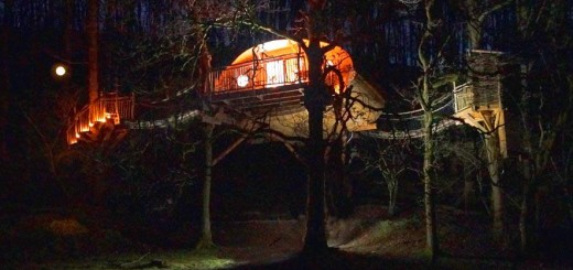 treehouse at night holiday wales